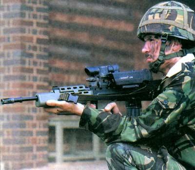 автоматическая винтовка L85A1 с лазерным прицелом LS45